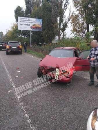 """Виїхав на """"червоне"""": біля Підгоронього автомобіль Славута зіткнувся з Mercedes (фото)"""