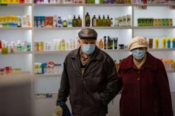 В Україні ввели пріоритетні години для пенсіонерів: що це означає