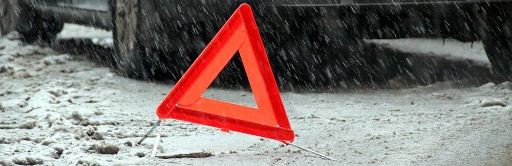 Сніг застав водіїв зненацька: авто пішли в занос